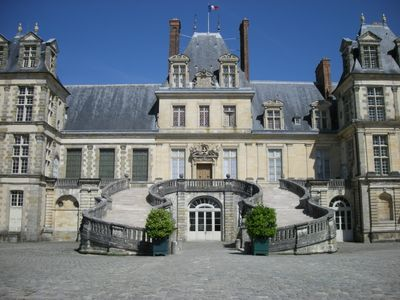 Fontainebleau_Castle_(2735351636).jpg